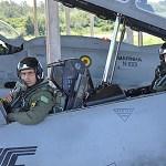 Chefe do Estado-Maior da Aeronáutica realiza voo a bordo da aeronave AF-1A da Marinha do Brasil
