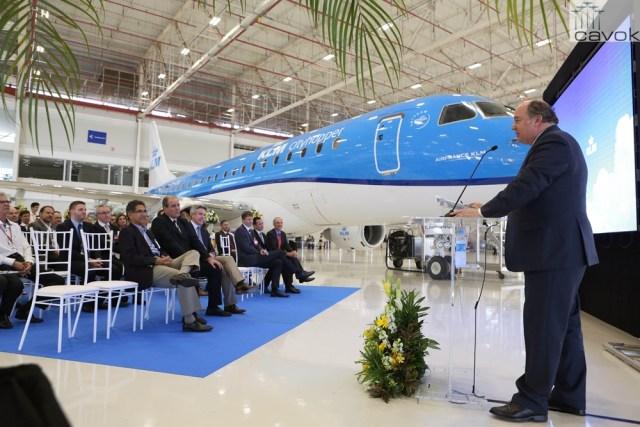 KLM Cityhopper recebe jato E175 (1)