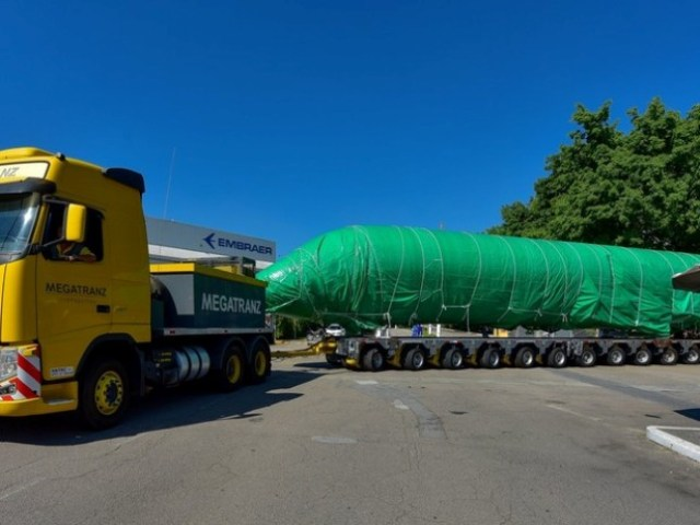 Embraer transfere fuselagem do E190-E2 para teste em São José, SP (2)