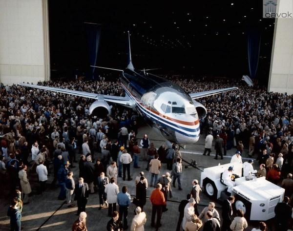 Rollout do primeiro 737-300 em 17 de janeiro mde 1984.