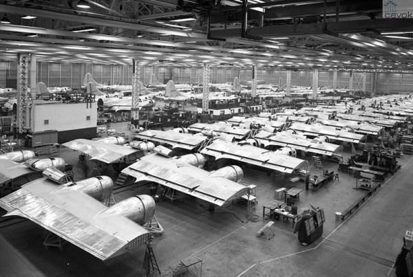 A primeira linha de produção da Boeing em Renton foi aquela das superfortalezas voadoras B-29A, produzidas em número de 1119 pela fábrica.