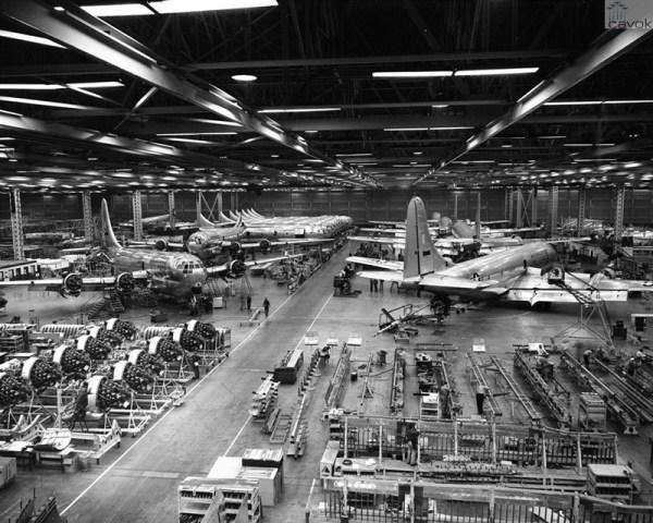 A partir de 1949, até 1956, Renton produziu 888 C/KC-97, aviões a pistão para transporte e reabastecimento em voo.