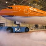 "IMAGENS: KLM apresenta seu 777 ""Orgulho Laranja"""