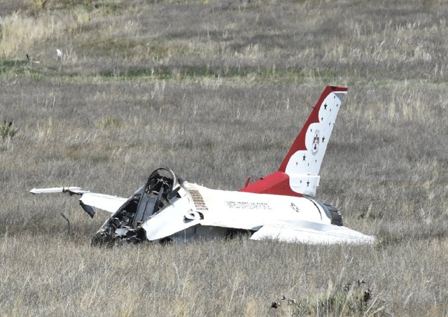 Acidente com caça F-16 pertencente aos Thunderbirds nos EUA