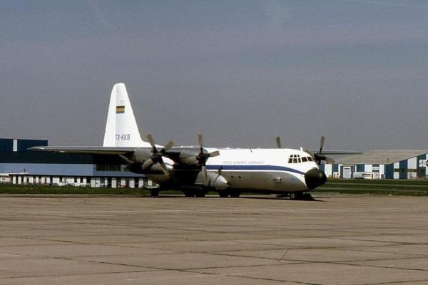 """A aeronave C-130B """"TR-KKB"""" ainda no Gabão, antes de ser transferida para Portugal."""