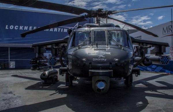 O Black Hawk, fabricado na Polônia, e exposto em Farnborough, apresenta sua variedade possível de armas. (Foto: Lockheed Martin)