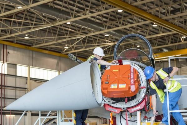 Um radar E-Scan instalado no caça Eurofighter IPA5 da RAF. (Foto: Eurofighter)