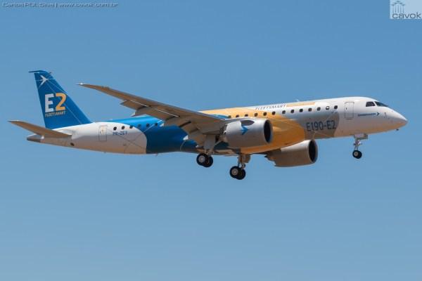 O primeiro protótipo do Embraer E190-E2, chegando no aeroporto de Alverca. (Foto: Carlos PDL Silva / Cavok)