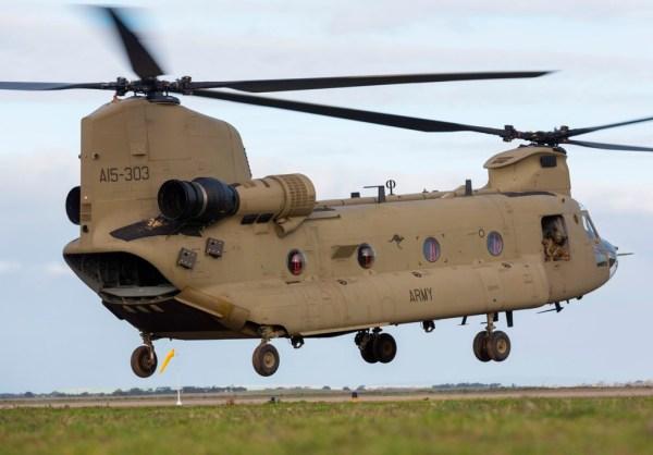 A Real Força Aérea Australiana recebeu três novos helicópteros Chinook, em apenas 85 dias após fazer o pedido junto a Boeing. (Foto: Australian MoD)