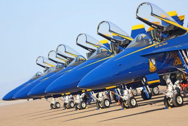 Atualmente os Blue Angels utilizam 8 aeronaves F-18C/D Hornets.