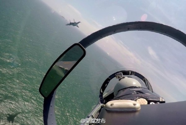 Caças Su-30MKK realizaram patrulha de combate sobre o Mar do Sul da China. (Foto: Xinhua)