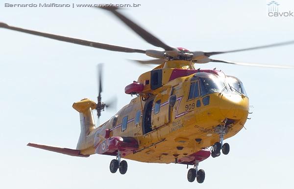 Demonstração de resgate com um helicóptero Cormmorant (AW101 Merlin). (Foto: Bernardo Malfitano / Cavok)
