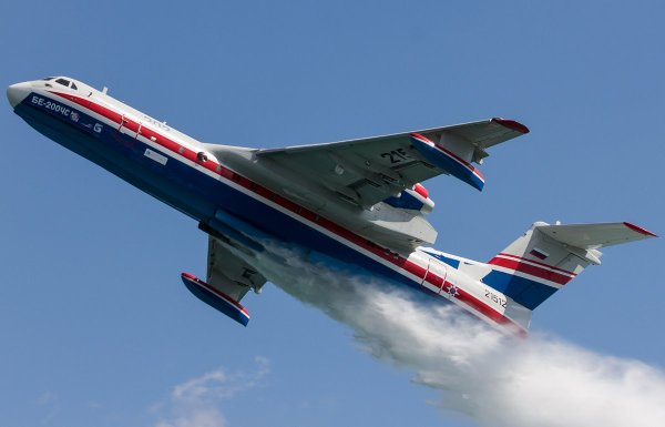 Duas aeronaves Be-200 foram enviadas para combater incêndios em Portugal.