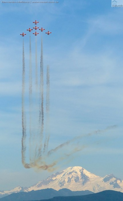 As manobras variavam com três, quatro, seis e oito aeronaves. (Foto: Bernardo Malfitano / Cavok)