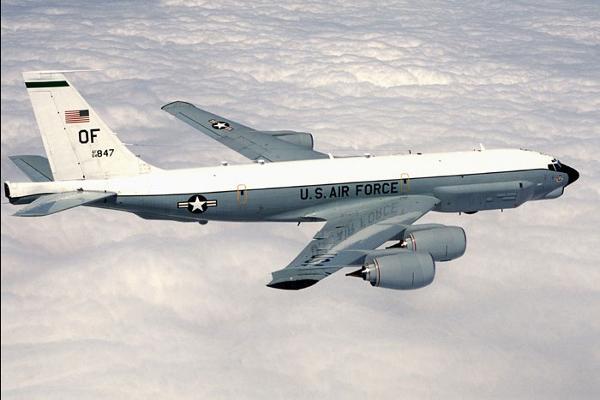 Uma aeronave de reconhecimento RC-135U Combat Sent teria realizado voos sobre o Mar Báltico, próximo da fronteira russa. (Foto: U.S. Air Force)