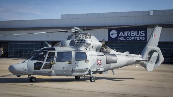 O primeiro helicóptero AS-565 MBe Panther entregue para a Marinha do México, visto na unidade da Airbus Helicopters em Marignane, França. (Foto: Eric Raz / Airbus Helicopters)