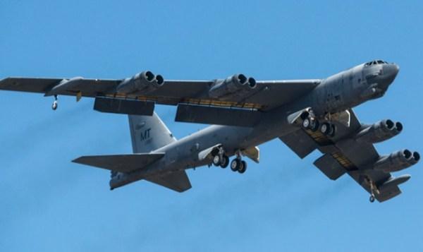 b52h 611007 returns to flight 02212015 600x357 - IMAGENS: USAF recoloca em voo B-52H que estava parado no deserto por vários anos