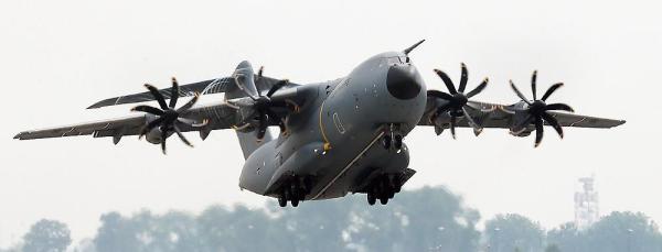 A aquisição das aeronaves Hercules visa preencher uma lacuna com a desativação dos C-160 Transall e para apoiar a frota de A400M que está com as entregas atrasadas. (Foto: Airbus Military)
