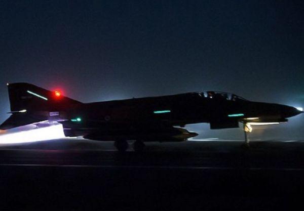 Caças F-14 e F-4 realizaram diversas missões noturnas.