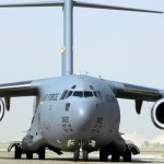 Engenheiros da USAF reparam pista de aeródromo iraquiano danificado pelo Estado Islâmico