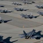IMAGENS: USAF transfere 32 caças F-22 Raptor para fugir do furacão Matthew