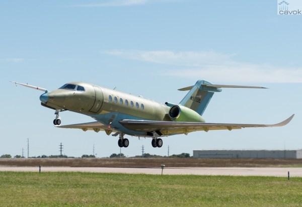 O jato executivo Citation Longitude realiza seu primeiro voo. (Foto: McKenzie Cordell / Cessna)