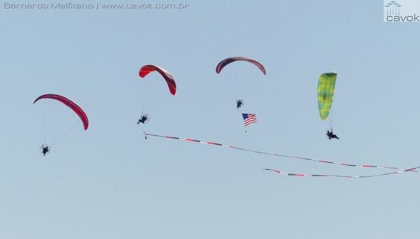 """Miramar16Malfitano 12 poweredparachutes 600x342 - Saiba como foi o Miramar Air Show 2016, a """"Fightertown"""" pelas lentes do Cavok"""