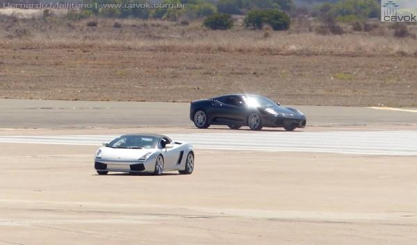 """Carros superesportivos também fizeram """"apresentações"""" na pista de Miramar.  (Foto: Bernardo Malfitano / Cavok)"""