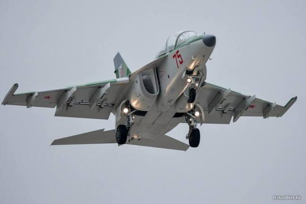 Chegada de uma das quatro novas aeronaves Yak-130 para Força Aérea da Bielorrússia.