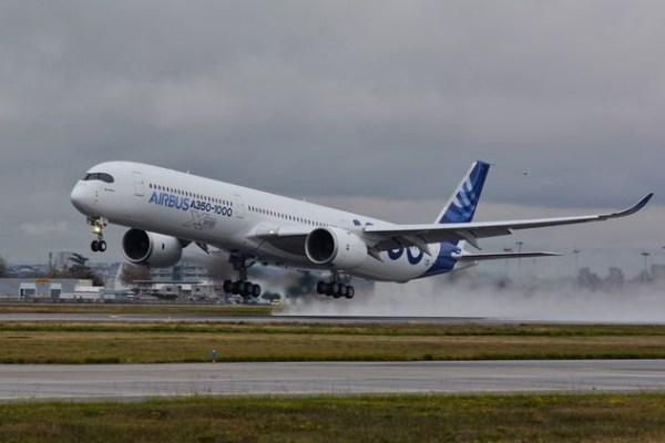 O primeiro Airbus A350-1000 realiza seu voo inaugural a partir de Toulouse, na França. (Foto: Airbus)