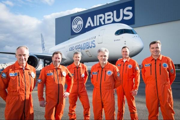 A tripulação a bordo do A350-1000. (Foto: Airbus)