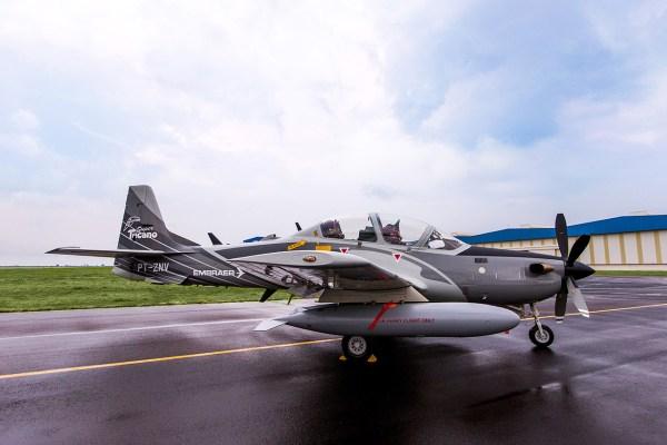 Segundo fonte da presidência nigeriana, a aquisição das aeronaves Super Tucano do Brasil estaria suspensa, depois dos EUA alegarem violação dos direitos humanos. (Foto: Embraer)