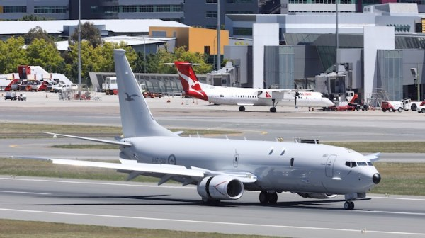 P-8A durante seu pouso na capital australiana de Canberra (Foto: Paul Sadler)