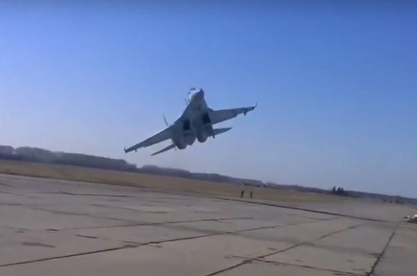su-27-almost-crashing