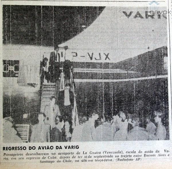 Passageiros desembarcando do VJX na escala em Caracas, na volta para o GIG, no segundo sequestro. (Arquivo Marcelo Magalhães)