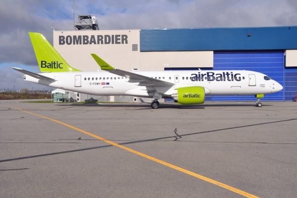 A primeira aeronave Bombardier CS300 entregue para companhia aérea airBaltic. (Foto: airBaltic)