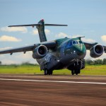 LAAD: Embraer Defesa & Segurança promove KC-390 e Super Tucano