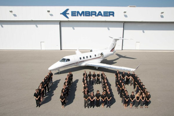 1100 commemorative detail 600x400 - Embraer entrega o 1.100° jato executivo