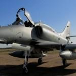 Sem porta-aviões, qual a missão dos A-4 na Marinha do Brasil?