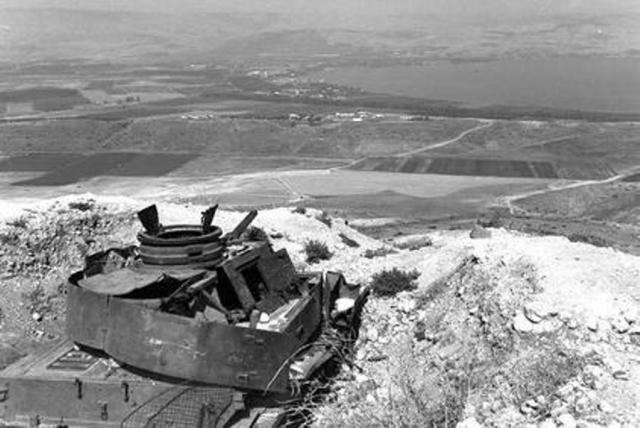 tanque sirio - GUERRA DOS SEIS DIAS: Os combates pelas colinas de Golan