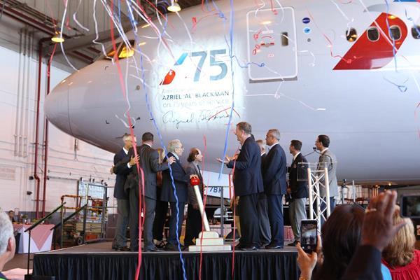 Azriel 600x400 - American Airlines dedica Boeing 777 a mecânico de 91 anos que completou 75 anos de serviços pela companhia