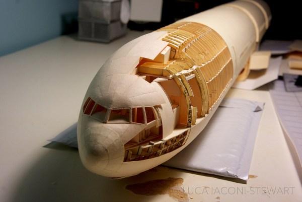 777 6 600x401 - VÍDEO E IMAGENS: Um Boeing 777 todo feito de papel