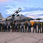 Marinha do Brasil recebe aeronave modernizada AF-1C