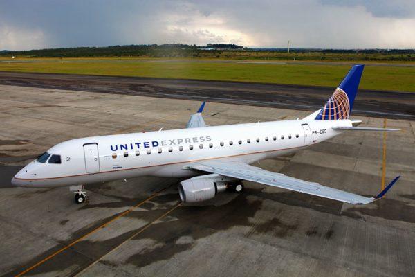 Jato E175 da SkyWest nas cores da United Express 600x400 - FARNBOROUGH: Embraer e United Airlines assinam contrato para 25 jatos E175
