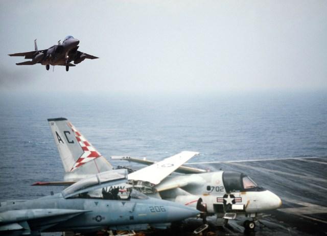 F 15N concepção artística GIORDANI CAVOK 2018 - Sea Eagle: quando o F-15 quase se tornou um jato embarcado da Marinha dos EUA