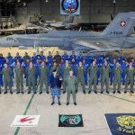 Força Aérea Suíça realiza treinamento de voo noturno na Escócia