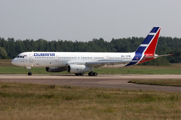 Cubana Tupolev Tu 204 100E 600x399 - Rússia se compromete na reativação da frota de aeronaves da Cubana