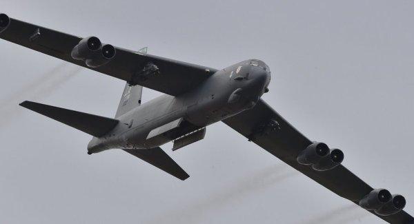 D3xKNwCX4AIpD7g 600x325 - USAF enviará bombardeiros B-52 para Colômbia em julho