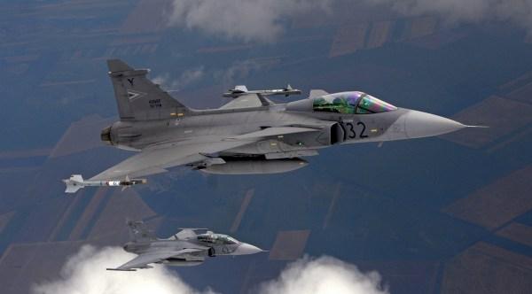 Hungary Gripen 600x332 - Gripens da Hungria assumem liderança da missão de policiamento aéreo da OTAN no Báltico