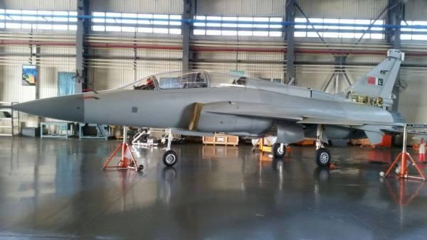 60804042 2800159963343853 3008270174441701376 o 600x338 - Paquistão se prepara para receber último lote de jatos JF-17 Thunder Block II